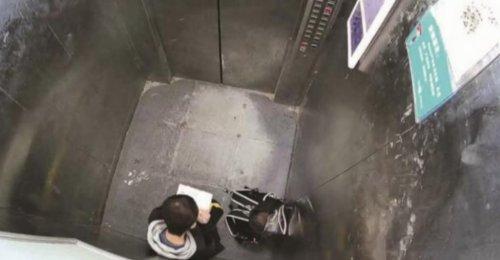 เด็กชาย 13 ควักการบ้านทำรอคนช่วย หลังติดอยู่ในลิฟต์ออกไม่ได้
